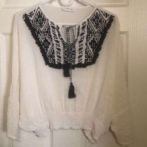 The line of style •white cropped bohemian blouse M